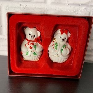 😊  Lenox NEW Holiday Salt & Pepper Shakers